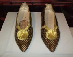 regency era footwear | 1790s (sorry, not sure where I got this image)