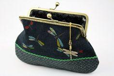 Bolso cartera  Dragonfly en el mar de flores tela por CottonTimes