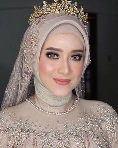 You do things… Hijabi Wedding, Wedding Hijab Styles, Muslimah Wedding Dress, Muslim Wedding Dresses, Disney Wedding Dresses, Muslim Brides, Bridal Wedding Dresses, Wedding Cakes, Muslim Couples