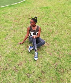 "Titi on Instagram: ""💚 #ponytail #naturalhair #green #grass #levis #choker #donutponytail"" Green Grass, Levis, Ponytail, Choker, Natural Hair Styles, T Shirt, Instagram, Tops, Women"