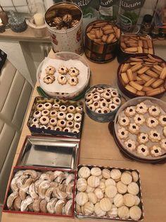shortbread cookies- Spritzgebäck shortbread cookies, a tasty recipe w… - Kekse Ideen Shortbread Cookies, No Bake Cookies, Chip Cookies, Baking Cookies, Easy Cookie Recipes, Baking Recipes, Dessert Recipes, Snacks To Make, Easy Snacks