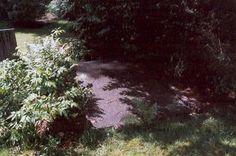 Particuliere begraafplaats van de familie Nepveu op Dijnselburg. Stepping Stones, Outdoor Decor, Home Decor, Stair Risers, Decoration Home, Room Decor, Interior Design, Home Interiors, Interior Decorating