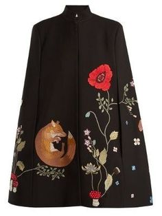 Vilshenko Adelia fox and floral-embroidered cape Cristian Dior, Cape Coat, Cape Jacket, Kimono Jacket, Mode Chic, Embroidered Clothes, Mode Hijab, Pulls, Mantel