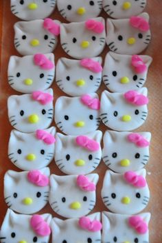 cupcakes on Pinterest Softball Cupcakes, Hello Kitty ...