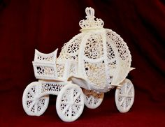vinism sugar art - a carriage inspired by fairy tale story,made completely with royal icing Royal Icing Piping, Royal Icing Cakes, Cake Icing, Cupcake Cakes, Cupcakes, Frosting, Chocolates, Peacock Wedding Cake, Wedding Cakes