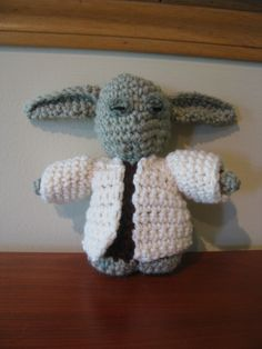 Yoda with removable coat Dinosaur Stuffed Animal, How To Remove, Passion, Toys, Crochet, Animals, Activity Toys, Animaux, Knit Crochet