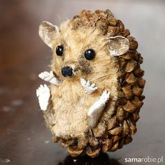 Pin by helga ruhnow on Weihnachtsmarkt Herrnwinden Christmas Ornament Crafts, Christmas Crafts For Kids, Christmas Deco, Halloween Crafts, Holiday Crafts, Halloween Decorations, Pine Cone Art, Pine Cone Crafts, Acorn Crafts