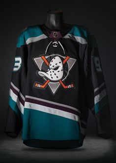 Mighty Ducks throwback jersey unveiled for Anaheim Ducks' anniversary Nba Fashion, Streetwear Fashion, Mens Fashion, Basketball Jersey Outfit, Sports Uniforms, Sports Jerseys, Sports Jersey Design, Mens Baseball Tee, Sport Outfits