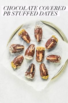 These peanut butter stuffed dates are dipped in dark chocolate and finely chopped almonds and pistachios. They're a delicious, guilt-free dessert! Dark Chocolate Recipes, Healthy Dark Chocolate, Chocolate Treats, Yogurt And Granola, Healthy Dessert Recipes, Healthy Snacks, Beef Recipes, Family Recipes, Small Meals