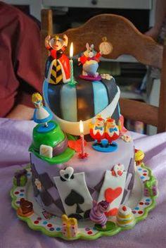 Gateau fait par Marie pour l'anniversaire de ses enfants, vous aurez reconnu le thème (Alice au pays des merveilles)