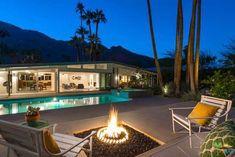 A stunning piece of period architecture, courtrsy of this 1950s William Krisel-designed midcentury modern property in Palm Springs.