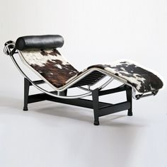 Chaise Longue by Le Corbusier, Pierre Jeanneret, Charlotte Perriand for Cassina Rustic Furniture, Cool Furniture, Modern Furniture, Furniture Design, Antique Furniture, Furniture Ideas, Furniture Market, Outdoor Furniture, Furniture Storage