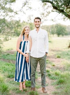 Spring Engagement Session Outfits, What to Wear for Engagement Sessions, Engagement Photo Clothes, How to Look Natural at your Engagement Session