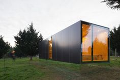 Collection of the Best Modern Prefab Homes and Modular Homes. Featured Examples of Prefabricated Constructions and Modular Building Technology. Architecture Design, Container Architecture, Minimalist Architecture, Light Architecture, Residential Architecture, Architecture Definition, Gothic Architecture, Container Home Designs, Prefab Modular Homes
