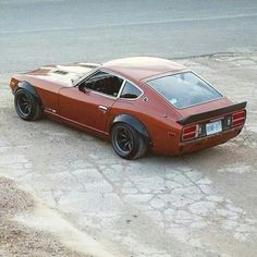 240Z with rivet-on flares