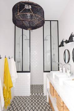Beautiful bathroom ideas that are decor. Modern Farmhouse, Rustic Modern, Classic, light and bathroom that is airy ideas. Bathroom makeover ideas and bathroom remodel ideas. Diy Bathroom Remodel, Shower Remodel, Bad Inspiration, Bathroom Inspiration, White Bathroom, Bathroom Interior, Master Bathroom, Master Baths, Bathroom Vintage
