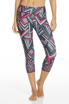 These two-tone detailed leggings may look sweet, but the performance factors are hardcore. Stretch, sweat and move in fall's must-have bottoms.| Tuberose Capri - Fabletics