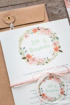 Hochzeitseinladungen mit Blumenkranz auf Naturpapier mit süßen Anhängern <3 Kraftpapier, Vintage, Rose, Greenery, Flower, Hippie, Boho, zartmint design, Bonn, Köln, NRW, Deutschland, Schweiz, Österreich