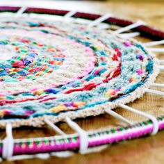Want to do something great with your kids' finger knitting?  Make this fabulous woven rug on a hula hoop. Easy tutorial!