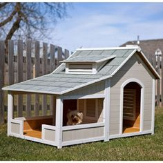 The subtle colors of this cool outdoor dog house make it look so awesome! The subtle colors of this cool outdoor dog house make it look so awesome! The post The subtle colors of this cool outdoor dog house make it look so awesome! Extra Large Dog House, Large Dogs, Large Dog House Plans, Small Dogs, Homemade Dog House, Niche Chat, Luxury Dog House, Build A Dog House, House Dog