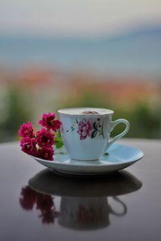 by Nagihan Yigit on Coffee Vs Tea, Coffee Gif, Sweet Coffee, Coffee And Books, I Love Coffee, Coffee Break, Coffee Drinks, Brown Coffee, Good Morning Tea