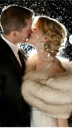 8 Couples That Made Beautiful Wedding Photos Out Of Awful Weather New Year's Eve Celebrations, New Year Celebration, Art Of Letting Go, Classy Couple, Happy New Year 2016, Romantic Flowers, Romantic Moments, Gorgeous Wedding Dress, Holiday Fashion