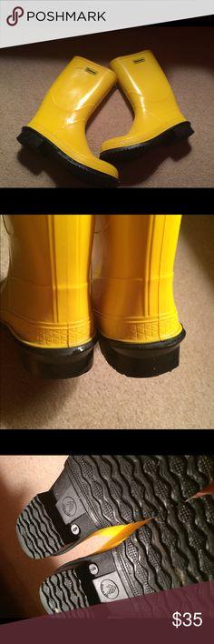 La Crosse Bright Yellow Rain Boots. Sz 9 Great condition. Sz 9. Traction Soles. Waterproof La Crosse Shoes Winter & Rain Boots