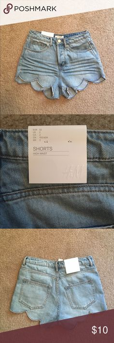 H&M high waisted scallop Jean shorts Brand new with tags Jean shorts. They don't have zipper, just buttons that are hidden inside. I never worn them because they fit like a 0/00. Please feel free to make offers. H&M Shorts Jean Shorts