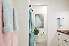 A pure white backdrop with bold peach, pink and sea green accents gives the terrace pink bathroom at HGTV Dream Home 2018 an appealing look with touch of coastal style. Coastal Bathrooms, Yellow Bathrooms, Dream Bathrooms, Small Bathroom, Bathroom Plants, Bathroom Modern, Bathroom Ideas, Blue Grey Walls, Hgtv Dream Homes