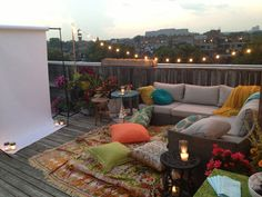Weekly Round-Up | recreative works blog, rooftop movie set up