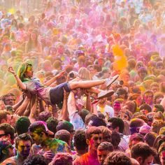 Holi is one of the major festival of India and is the most vibrant of all.Places like Lathmar Holi of Barsana Cultural Holi, Shantiniketan,Traditional Holi Festival Holi, Holi Festival Of Colours, Festival Paint, Holi Colors, Holi Celebration, Festivals Around The World, Happy Holi, Parcs, Agra