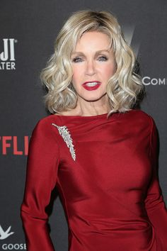 Donna Mills, Knots Landing, Isabelle Adjani, Beauty Guide, Celebrity Portraits, Retro Hairstyles, Women In History, Hair Barrettes, Most Beautiful Women