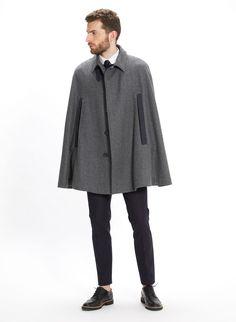 ES: Capa Park gris Capa de lana merino con contrastes en tejido de espiga azul. EN: Park cape - grey Merino wool coat cape with blue contrasts.