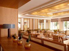 Blick von der Lounge zum Restaurant. Das Rohrgeflecht ist eines der prägenden Elemente im Hotel.