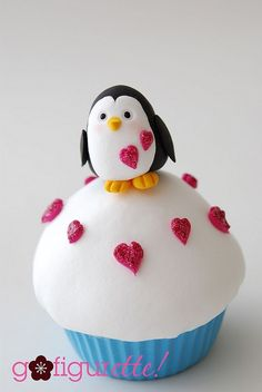 cute Penguin Cupcake i love it it looks so good i wish i could try it so much mmm!