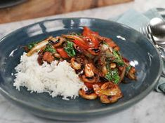 24 snabba middagstips | Köket.se Sugar And Spice, Kung Pao Chicken, Wok, Lorem Ipsum, Chili, Nom Nom, Clean Eating, Food Porn, Good Food