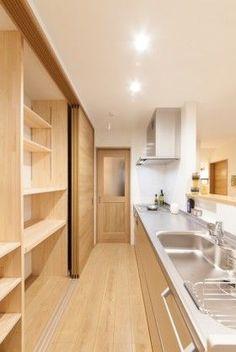 キッチン 収納 引き戸 - Yahoo!検索(画像) Kitchen Furniture, Kitchen Decor, Kitchen Design, Muji Home, Condo Interior Design, Japanese House, Japanese Style, Kitchen Cabinet Doors, Modern House Plans
