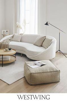 Sie lieben unkonventionelle Einrichtungsstile? Dann werden Ihnen unsere Möbel im Boho-Stil gut gefallen. Große, gemütliche Sofas in knalligen Farben, Poufs mit geometrischen Motiven, Kommoden und Beistelltische mit bunten Lackierungen und vieles, vieles mehr gibt es bei uns zu entdecken. Boho-Möbel sind nicht nur praktisch, sondern auch sehr dekorativ und lassen sich hervorragend miteinander kombinieren! // #westwing #boho #interior #scandi #wohnzimmer #beige #natural #soft #couch #pouf… Boho Stil, Couch, Bohemian Living, Take A Seat, Small Rooms, Dining Room, Lounge, Modern, Shabby Chic