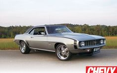 Check out news, photos and latest news on all Chevrolet cars, trucks and SUVs at Super Chevy 1969 Chevy Camaro Ss, Chevrolet Cruze, Classic Motors, Classic Cars, Classic Auto, Chevrolet Captiva, Chevy Girl, Chevy Muscle Cars, Sweet Cars