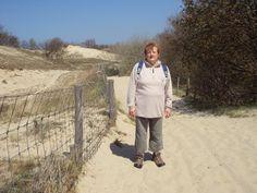 mijn moeder tijdens een wandeltocht.