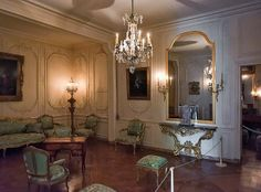 Appartements de Mme de Pompadour, via Flickr. French Interior Design, Antique Interior, Classic Interior, French Interiors, Louis Seize, Colonial, Fontainebleau, Palace Of Versailles, French Chateau