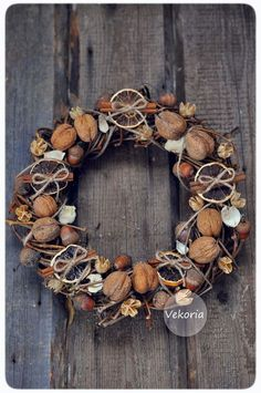Site is in Russian but goggle translate works! Loads of inspiration for diy decor and crafts Rustic Christmas, Christmas Wreaths, Christmas Decorations, Outdoor Wreaths, Merry Christmas And Happy New Year, Autumn Inspiration, Handmade Decorations, Diy Wreath, Holidays And Events