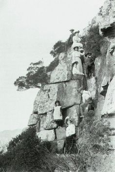 Lions Head, Cape Town How they climb the mountain in dresses. Cape Town South Africa, Table Mountain, Out Of Africa, Most Beautiful Cities, African History, Old Pictures, Holland, Head Chains, Cape Dutch
