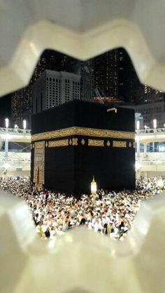 The Holy Ka'bah in Masjidil Haram. Masjid Haram, Mecca Masjid, Mecca Wallpaper, Islamic Wallpaper, Pillars Of Islam, Mekkah, Beautiful Mosques, Beautiful Places, Noble Quran