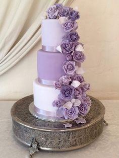 Wedding Cake Roses, Purple Wedding Cakes, Elegant Wedding Cakes, Elegant Cakes, Beautiful Wedding Cakes, Wedding Cake Designs, Rose Wedding, Wedding White, Purple Roses Wedding