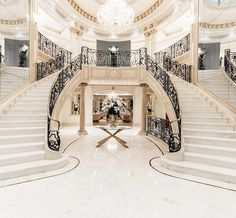Have a look at this amazing open staircase - what a clever design and style Mansion Bedroom, Mansion Interior, Dream House Interior, Luxury Homes Dream Houses, Dream Home Design, House Design, Luxury Staircase, Double Staircase, Staircase Design