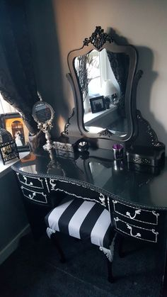 Superb gothic home decor beauty room, black makeup room, black makeup gothic, black Gothic Room, Gothic House, Gothic Bedroom Decor, Goth Bedroom, Gothic Art, Dream Bedroom, Goth Home Decor, Romantic Home Decor, Dark Home Decor