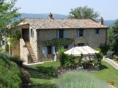 Perusia, Umbria - V463. A main house, a guesthouse and a garage/ barn. Set in 6.5 hectares of landscaped grounds. The main house, 337 sq.m., is an old casa colonica that has been completely rebuilt and restored between 2005 and 2006.