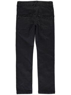 Jongens jeans broek NITTHIO van het merk Name-it. Dit is een zwarte denim broek, met een schuif knoop + rits sluiting. Deze jeans is een X slim fit model die verstelbaar is in de taille. Een elastisch jongens jeans.