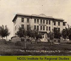Post Card 1929-1929 - Hospital, Mandan, N.D. :: Photo Gallery